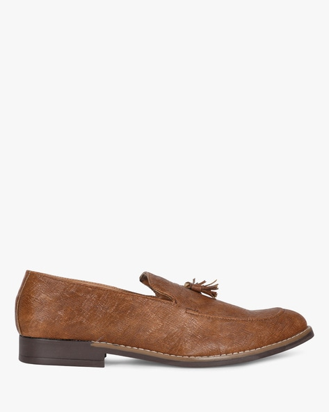 Textured Slip-On Shoes With Tassels By Modello Domani ( Tan )