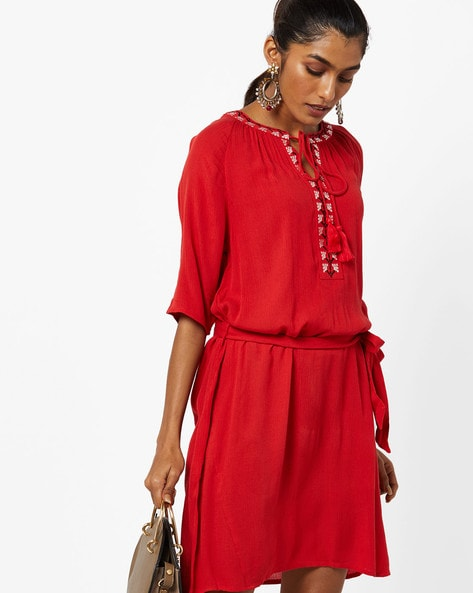 Crinkled Popover Dress With Embroidery By AJIO ( Red )