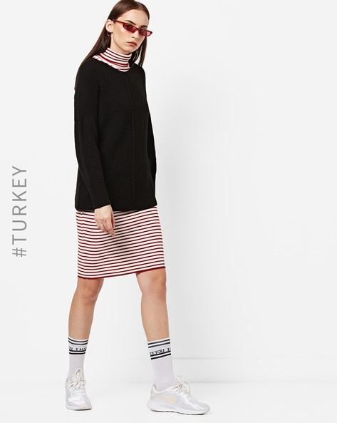 Ribbed Pullover With Back Cut-Out By TRENDYOL ( Black )
