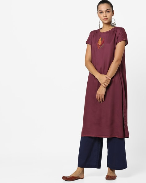 Embroidered Straight Kurta With Extended Sleeves By AJIO ( Wine )