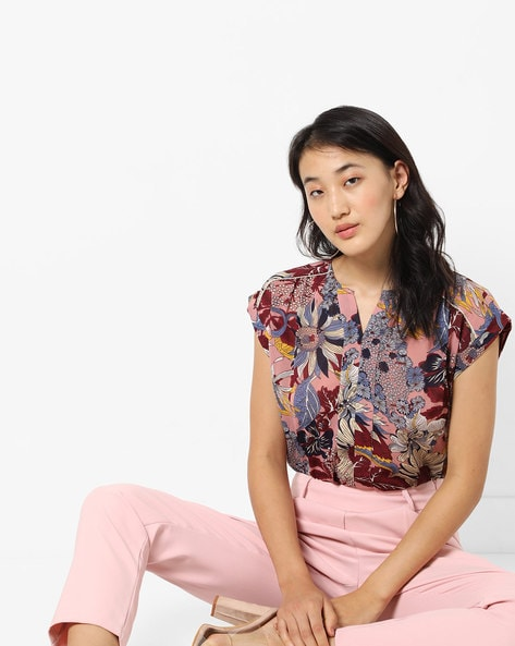 Floral Print Top With Notched Round Neck By AJIO ( Pink )