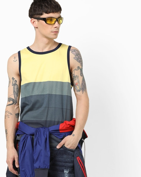 127b04e9 AJIO Grey Melange & Yellow Crew Colourblock Crew-Neck Sleeveless T-shirt