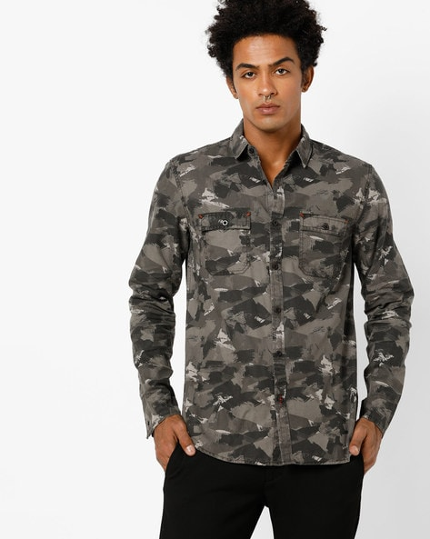Camouflage Print Slim Fit Shirt With Flap Pockets By AJIO ( Black )